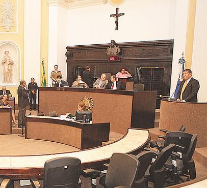 Isaltino Nascimento (em p�, � direita) deixou o PT para ingressar no PSB foto: Bernardo Dantas (Bernardo Dantas)
