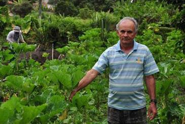 'Achei que teria uma aposentadoria maior. O que ganho � muito pouco para sobreviver', diz Alpino Ribeiro dos Santos, aposentado (Paula Rafiza / Esp. CB/D. A Press)