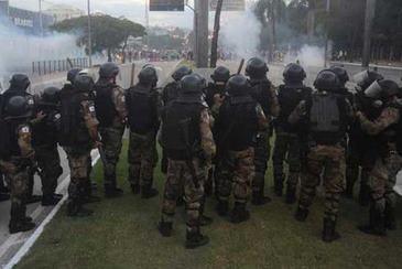 Conflito entre manifestantes e policiais em BH: unidades de seguran�a ser�o conclu�das �s v�speras da Copa  (Leandro Couri/EM/D.A Press)