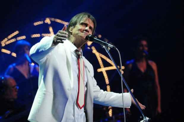 No palco, orquestra e coral v�o acompanhar o cantor. Foto: Globo/Jo�o Cotta/Divulga��o