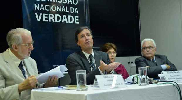 Integrantes da Comiss�o Nacional da Verdade entregaram seu relat�rio ontem ao Minist�rio da Defesa foto: Jos� Cruz/Ag�ncia Brasil (Jos� Cruz/Ag�ncia Brasil)