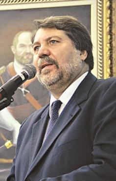 Renildo: alvo de apupos e aplausos durante discurso foto: Luiz Fabiano/PREFEITURA DE OLINDA (Luiz Fabiano/PREFEITURA DE OLINDA)