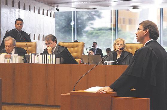 Oliveira, advogado de Dirceu, na tribuna do Supremo: defesa fala em condena��o injusta foto: Gervasio Baptista/SCO/STF (Gervasio Baptista/SCO/STF)