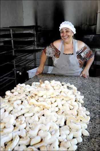 Marina Gomes de Almeida se apaixonou pelos biscoitos depois de um curso de panifica��o. Bastou para ela fazer disso um neg�cio. Foto: Beto Magalh�es/EM/D.A. Press