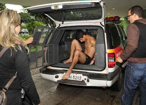 Imagem de um dos presos na opera��o: opera��o realizada em Ceil�ndia, Taguatinga e Samambaia. Foto: Ed Alves/CB/D.A. Press