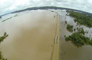 Rio atingiu neste s�bado 18,2 metros. Mais de duas mil fam�lias est�o desabrigadas em Porto Velho, capital do estado. Foto: www.ecoamazonia.org.br