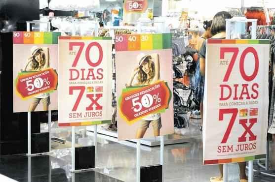 Movimento mais fraco nas lojas mostra esgotamento do consumo como mola do crescimento econ�mico. Foto: Beto Magalh�es/EM/D.A Press