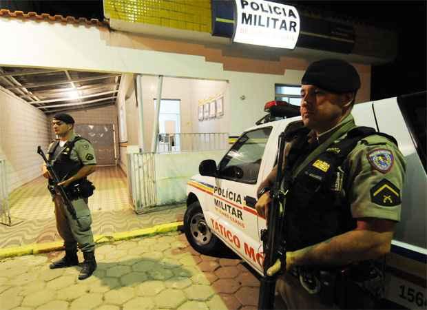 Policiamento refor�ado em Itamonte depois do confronto da madrugada de s�bado. Ontem � noite, o sequestro de um morador da cidade por dois homens armados mobilizou a PM e a Pol�cia Civil na regi�o foto: Beto Novaes/EM/D.A Press (Beto Novaes/EM/D.A Press)