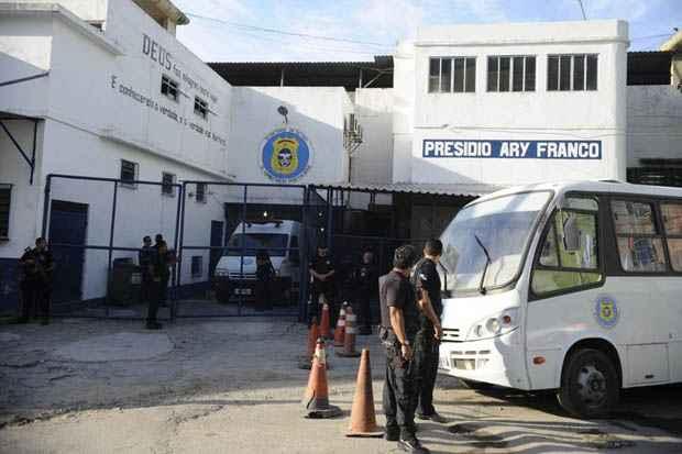 Antes de ir para Niter�i, ele passou pelo Pres�dio Ary Franco e pelo Hospital Penitenci�rio, no Complexo de Gericin�, em Bangu. Foto: Tomaz Silva/Ag�ncia Brasil