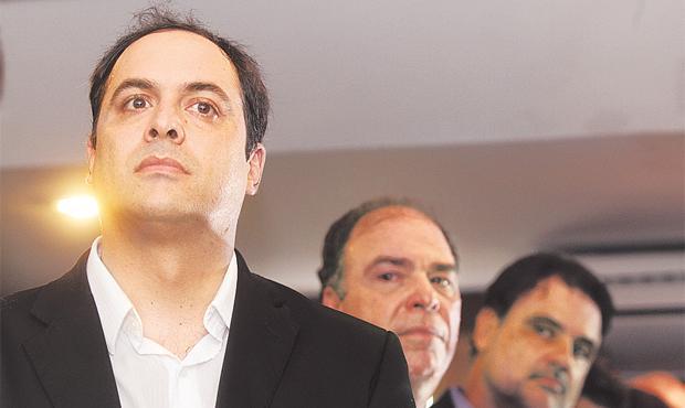 Paulo C�mara, Fernando Bezerra e Raul Henry j� come�aram as articula��es para a campanha foto: Alcione Ferreira/DP/D.A PRESS (Alcione Ferreira/DP/D.A PRESS)