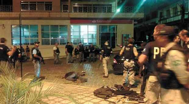Opera��o conjunta resultou em 10 mortes e em apreens�o de armamento pesado. Seis pessoas foram presas e 10 s�o investigadas foto: Rog�rio Brasil/Divulga��o (Rog�rio Brasil/Divulga��o)