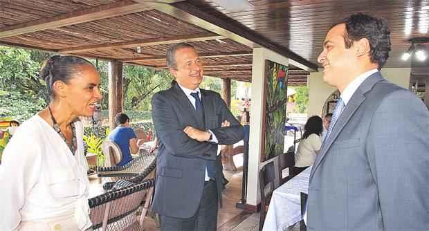 Eduardo Campos apresenta pr�-candidato � sucess�o estadual, Paulo C�mara (D) a Marina Silva foto: Roberto Pereira/ DIVULGA��O (Roberto Pereira/ DIVULGA��O)