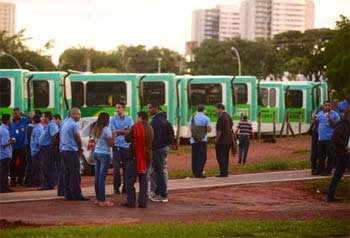 Em protesto, 70% dos rodovi�rios do Grupo Pioneira cruzaram os bra�os foto: Ed Alves/CB/D.A Press (Ed Alves/CB/D.A Press)