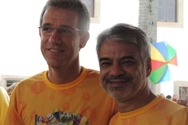 Ministro da Sa�de, Arthur Chioro, acompanhou o Galo da Madrugada ao lado do senador Humberto Costa. Foto: PT/Divulga��o (PT/Divulga��o)