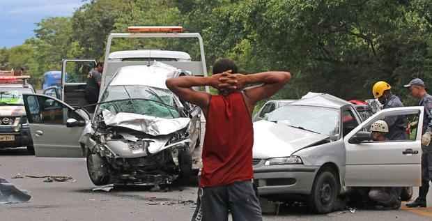 Na BR-040, em Juiz de Fora, morreram dois ocupantes de um Gol. Foto: Leonardo Costa/Tribuna de Minas