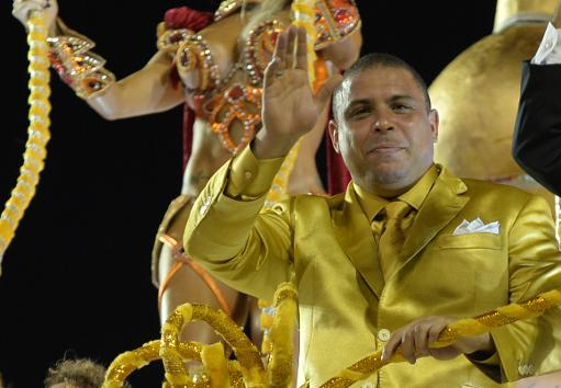 Ronaldo encerra o desfile da Gavi�es (AFP/NELSON ALMEIDA )
