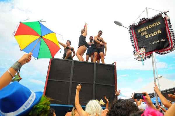 Estreantes e representantes da velha guarda reconhecem: pular carnaval na cidade n�o � programa sin�nimo de t�dio. Foto: Janine Moraes/CB/D.A.Press (Janine Moraes/CB/D.A.Press)