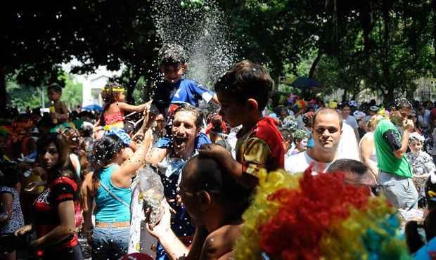 Crian�as brincam o carnaval no Bloco Largo do Machadinho, mas n�o Largo do Suquinho. Foto: Tomaz Silva/Ag�ncia Brasil
