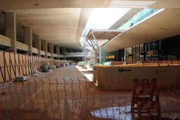 Em reformas, terminal n�o ficar� pronto para receber visitantes da Copa. Infraero j� havia admitido que s� concluiria 85% da estrutura, mas execu��o ainda n�o chegou a 50% (Cristina Horta/E.M/D.A Press)
