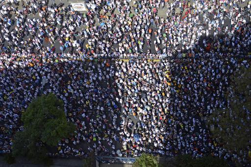 Manifestantes opositores ao governo de Nicol�s Maduro fazem ato no centro de Caracas, em 4 de mar�o de 2014. Fotos: AFP/LEO RAMIREZ
