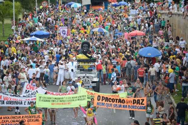 Pacot�o percorre a Avenida W3 na contram�o, como vem  fazendo  h�  36  anos. Foto: Jos� Cruz/Ag�ncia Brasil