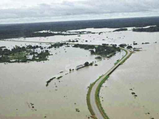 Vista a�rea de um dos trechos inundados da BR-364, na sa�da de Porto Velho. O acesso ao Acre � prec�rio. Foto: S�rgio Vale/ Secom/Acre (S�rgio Vale/ Secom/Acre)