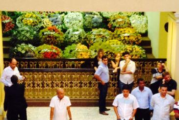 Uma das galerias do plen�rio da Assembleia est� tomada por coroas de flores. Foto: Teresa Maia/DP/D.A Pres (Teresa Maia/DP/D.A Pres)