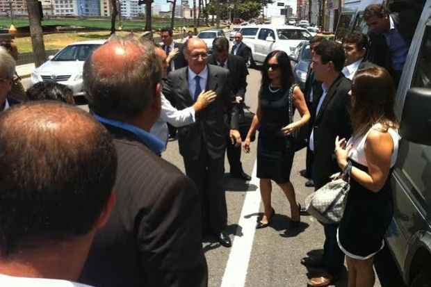 Governador de S�o Paulo, Geraldo Alckmin, chegou ao vel�rio por volta das 11h. Foto: T�rcio Amaral/DP/D.A Press (T�rcio Amaral/DP/D.A Press)