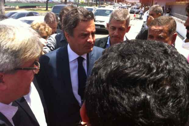 Senador A�cio Neves chegou ao vel�rio ao meio-dia. Foto: T�rcio Amaral/DP/D.A Press (T�rcio Amaral/DP/D.A Press)