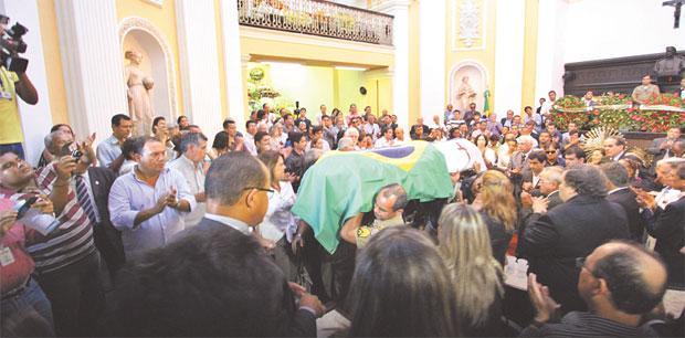 Vel�rio contou com a participa��o de familiares, amigos e at� advers�rios pol�ticos do ex-presidente do PSDB (Paulo Paiva/DP/D.A. Press)