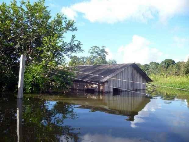 Casa inundada pela enchente do Rio Madeira: mais de 2,2 mil fam�lias est�o desabrigadas em Rond�nia (Centro de Apoio Mission�rio/Divulga��o)     ((Centro de Apoio Mission�rio/Divulga��o))