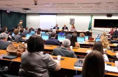 Relator vai rever altera��es feitas no Senado para garantir 10% do PIB ao setor. Foto: Zeca Ribeiro/ C�mara dos Deputados (Zeca Ribeiro/ C�mara dos Deputados)
