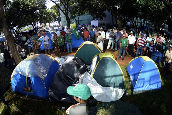 Camponeses de diversas regi�es do pa�s fazem manifesta��o em frente ao Minist�rio do Desenvolvimento Agr�rio. Foto: Marcelo Camargo/Ag�ncia Brasil (Marcelo Camargo/Ag�ncia Brasil)