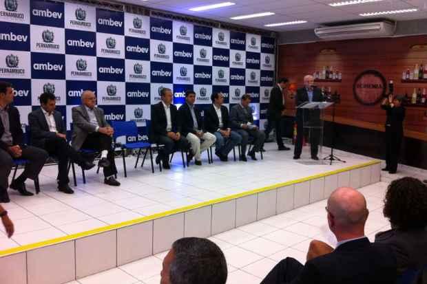 Eduardo Campos participou da inaugura��o de uma unidade da Ambev nesta ter�a-feira.Foto: J�lia Schiaffarino/DP/D.A Press (J�lia Schiaffarino/DP/D.A Press)