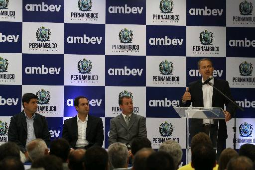 O governador inaugura unidade que produzir� novas linhas da Ambev,em Itapissuma. Foto: Julio Jacobina/DP/D.A Press (Julio Jacobina/DP/D.A Press)