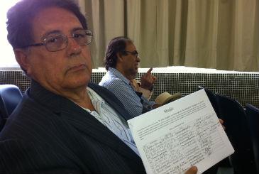 Vereador de Olinda Marcelo Santa Cruz recolheu assinaturas para abaixo-assinado.Foto: T�rcio Amaral/DP/D.A Press (T�rcio Amaral/DP/D.A Press)