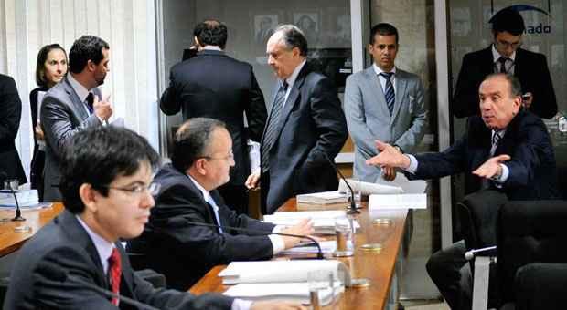 Reuni�o da CCJ: manobra para atrasar a vota��o. Foto: Geraldo Magela/Ag�ncia Senado (Geraldo Magela/Ag�ncia Senado)