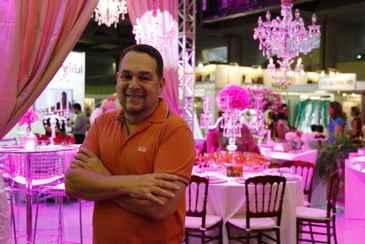 O idealizador da feira, Jairo Kelner, organizou para esta edi��o cerca de 300 expositores. Foto: Ricardo Fernandes/DP/D.A Press