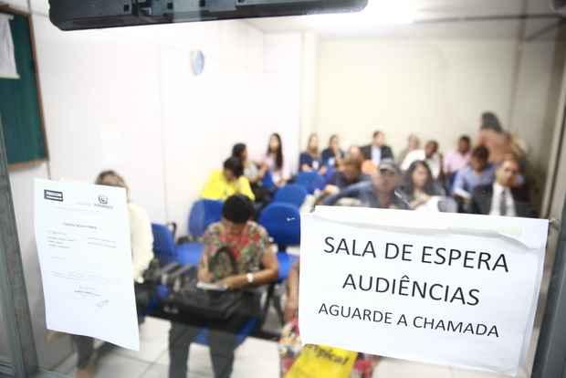 Tribunais de Justi�a de cinco estados j� reconhecem que exigir seus direitos provoca desgastes e compromete a produtividade do consumidor. Foto: Bernardo Dantas/DP/D.A Press