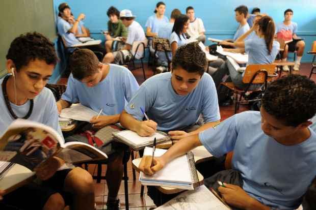 O ensino m�dio conta, em m�dia, com 11 disciplinas obrigat�rias. Se o projeto for aprovado, ganharia mais uma. Foto: Bruno Peres/CB/D.A Press (Bruno Peres/CB/D.A Press)