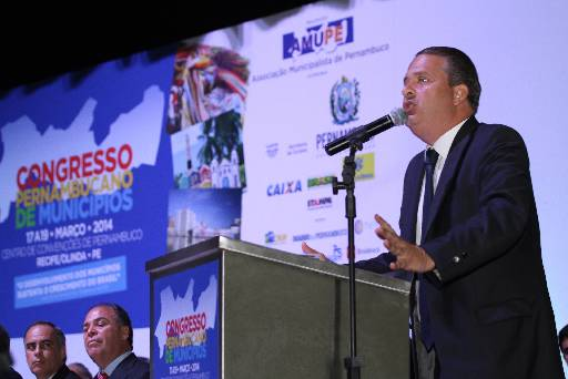 Eduardo Campos faz discurso para prefeitos e cita o FEM como programa invejado por gestores de outros estados. Foto: Julio Jacobina/DP/D.A Press (Julio Jacobina/DP/D.A Press)