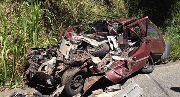 As v�timas estavam em um Fiat Elba que invadiu a contram�o e bateu de frente com um ve�culo de carga. Foto: Pol�cia Rodovi�ria Estadual/Divulga��o (Pol�cia Rodovi�ria Estadual/Divulga��o)