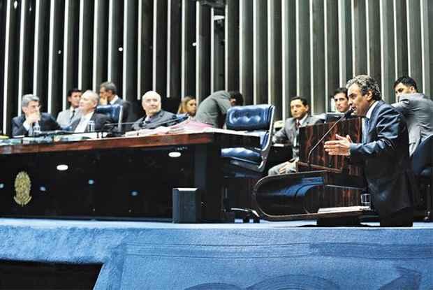 O pr�-candidato do PSDB � Presid�ncia da Rep�blica, A�cio Neves (D), considera que o epis�dio envolvendo a Petrobras arranhou a imagem de gerente de Dilma Rousseff. Foto: Moreira Mariz/Ag�ncia Senado (Moreira Mariz/Ag�ncia Senado)