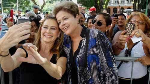 A presidente posa para selfie em Bel�m: maratona de viagens pelo pa�s. Foto: Roberto Stuckert Filho/PR (Roberto Stuckert Filho/PR)