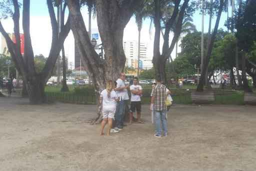 Poucas pessoas compareceram � concentra��o da Marcha da Fam�lia com Deus pela Liberdade, no Recife. Foto: Ed Wanderley/ DP/ D.A press (Foto: Ed Wanderley/ DP/ D.A press)