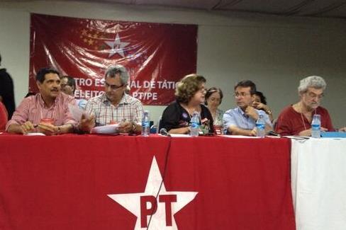 Dos 266 delegados do PT presentes � reuni�o realizada hoje � tarde, a maioria disse sim � candidatura de Armando Monteiro (Foto: Dilson Peixoto/Divulga��o)