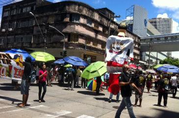 Depois fecharam o cruzamento da rua Gervásio Pires com a Avenida Conde da Boa Vista