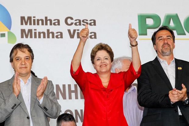 Presidenta Dilma Rousseff durante cerim�nia de assinatura de ordem de servi�o para in�cio da constru��o de 1.461 unidades habitacionais, do total de 1.700, do Residencial Pinheirinho dos Palmares I e II, do Programa Minha Casa Minha Vida. Foto: Roberto Stuckert Filho/PR