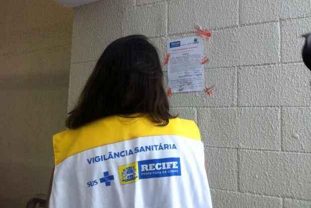 Fiscais da Vigil�ncia Sanit�ria do Recife interditaram Carrefour de Boa Viagem ap�s v�rias irregularidades (Secretaria de Sa�de/PCR/Divulga��o)