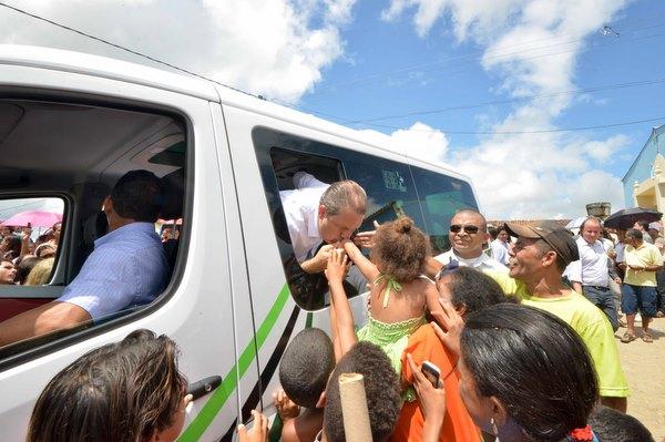 Governador � recepcionado por multid�o enquanto faz inaugura��es na Mata Sul do estado (Fotos: Eduardo Braga/SEI/Divulga��o)
